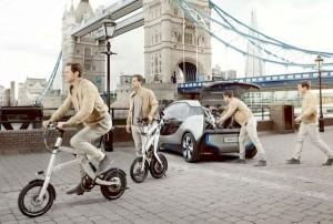Le iPedelec de BMW peut se charger à partir de la prise de la voiture électrique i3