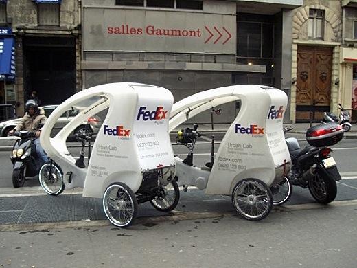 FedEx utilise des tricycles électriques pour ses livraisons à Paris