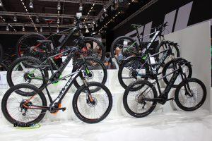 Six50 EVO 1,5 dans les deux designs et SIX50 EVO2 (3F) Partie gauche - Six50 EVO3 (1F) - SIX50 - EVO Street (2F) et SIX50 EVO2 (3F) Partie droite