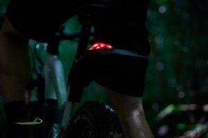 Lumière LED arrière connectée sur garde-boue